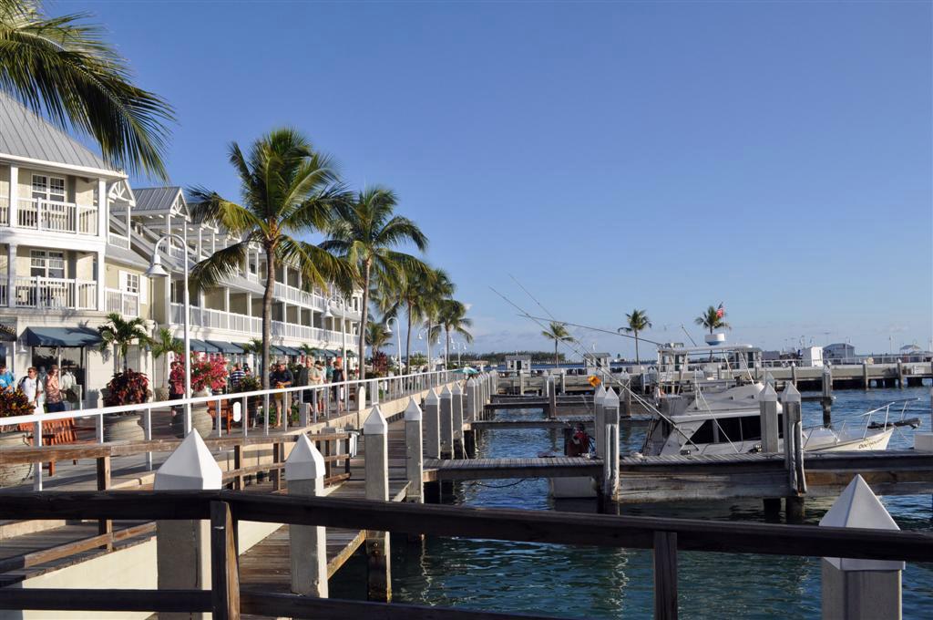 El puerto deportivo es un lugar ideal para pasear, con muchos espectáculos y tiendas. florida keys, carretera al paraíso (mejor con un mustang) - 7214500438 bc0a845672 o - Florida Keys, carretera al paraíso (mejor con un Mustang)