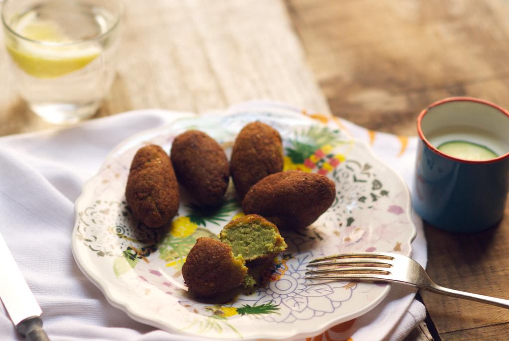 falafel con salsa de pepino