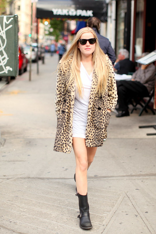 (adoro miúdas de) Botas, vestido(s) curto(s) e casaco(s) comprido(s) [tamanho novo]