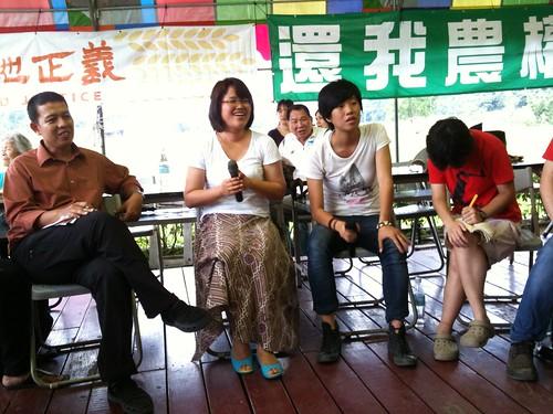 農民之路的成員,左起,來自印尼的Achmad Ya'kub以及來自韓國的金海淑。