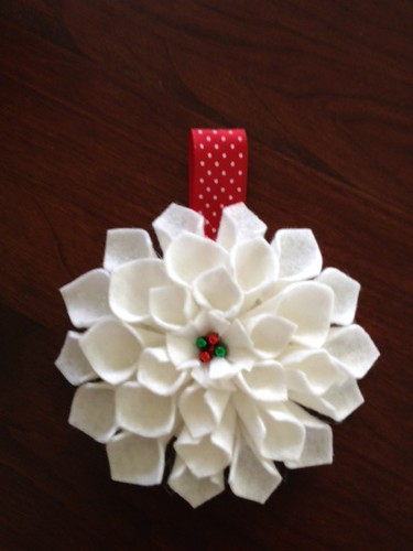 May ornament: White Dahlia