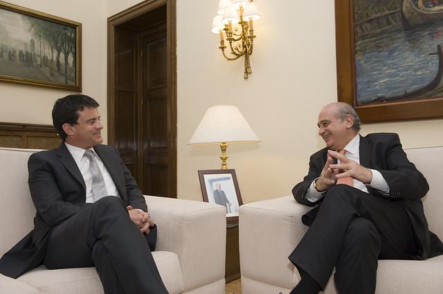 El ministro del interior jorge fern ndez d az recibe a for Escuchas del ministro del interior