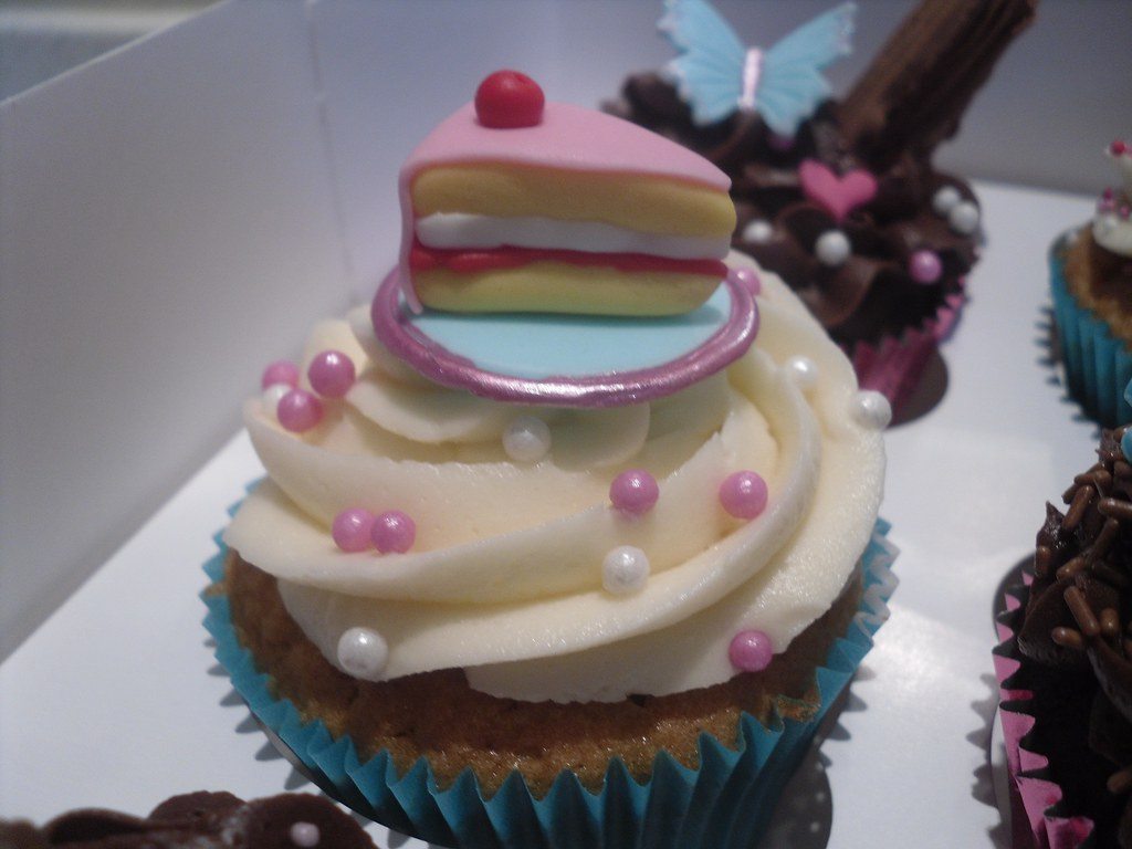 Cake With Cupcakes On Top : Would you like a slice of cake on top of your cupcake?