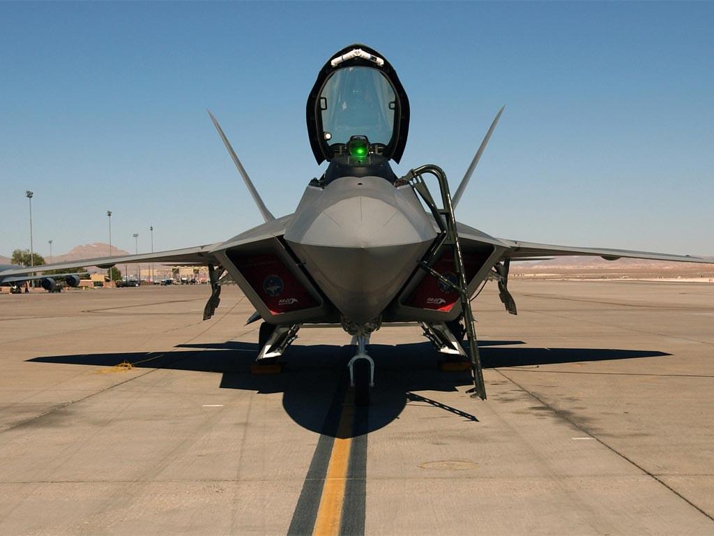 """F-22""""猛禽""""的同角度的座舱细节"""