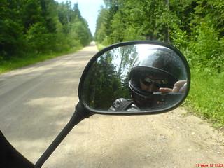 Не люблю широкие шумные дороги.