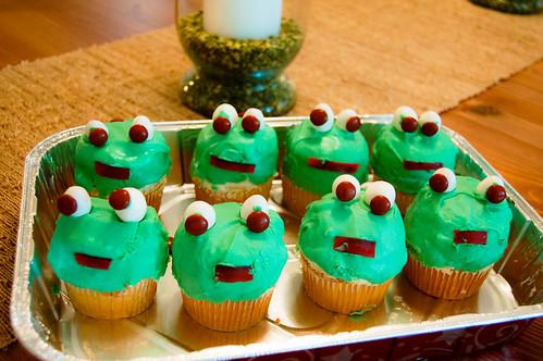 frogcupcakes_042212.jpg