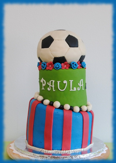 Football Themed Cakes http://www.flickr.com/photos/zaramiravent/6981659948