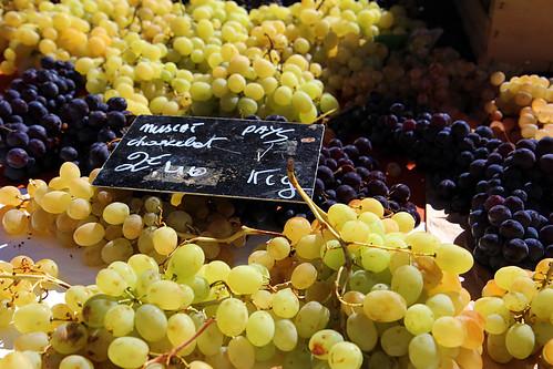 Víno na trhu v Aix en Provence