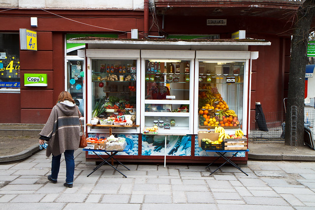 Kaunas. Daržovių kioskas