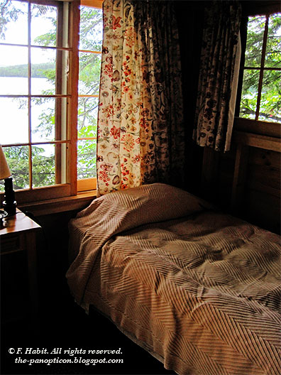 squam-bedroom