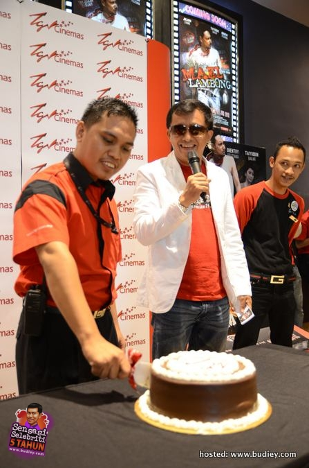 Ahmad Idham Celebrating with TGV Mesra Mall 2nd Anniversary