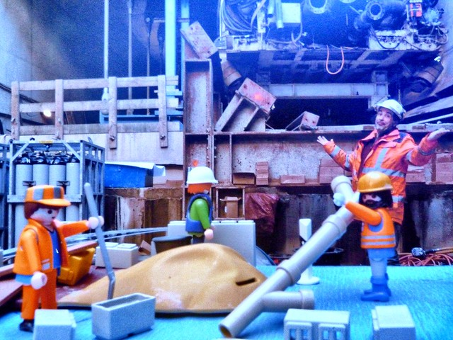 playmobil workers helping construction amsterdam metro. Black Bedroom Furniture Sets. Home Design Ideas