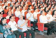 Trưởng Ban Tuyên giáo Đinh Thế Huynh dự chương trình nghệ thuật mừng ngày sinh Bác Hồ