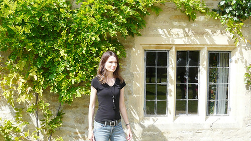 Mariëlle, Cotswolds 2011: Pausing for a while