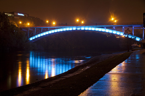 Victoria Bridge at night 830