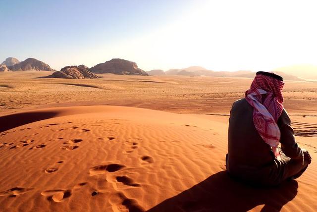 Guía beduino en el desierto de Wadi Rum