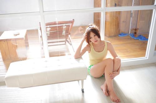 無料写真素材, 人物, 女性  アジア, 女性  座る, タンクトップ, 台湾人
