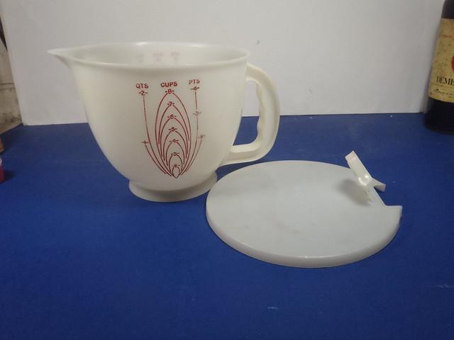Vintage Tupperware Mix n Stor Measuring cup
