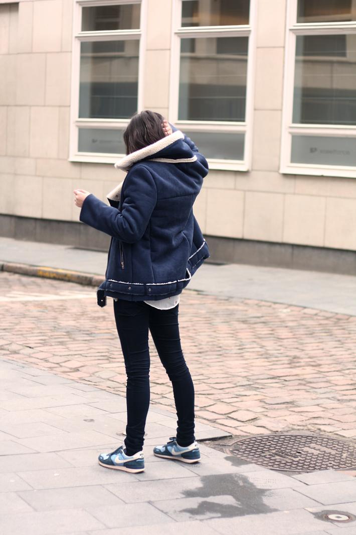 outfit shearling biker coat nike