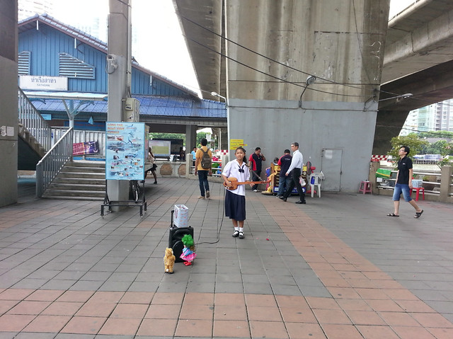 Picture 14_Mor Lam (หมอลำ) performance at Sathorn Transit Pier