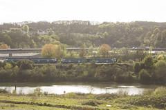 Trenau'n pasio ei gilydd / Passing trains