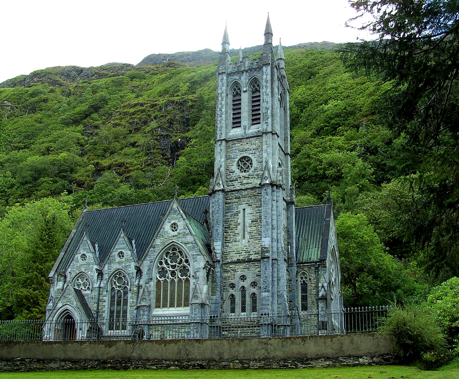 Kylemore Abbey neo-Gothic church. Credit High Contrast