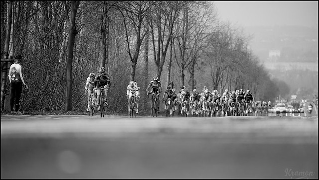 peloton on the Nieuwe Kwaremont