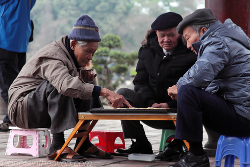 Men playing mahjongg