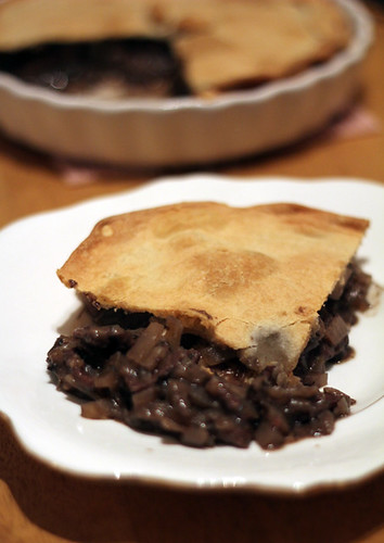 Steak and red wine pie