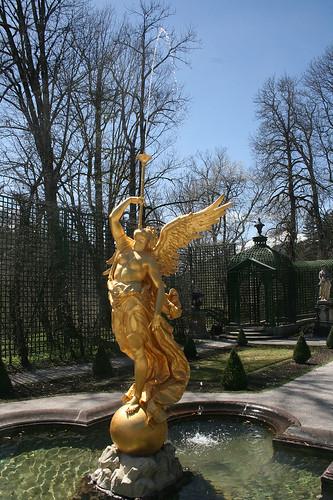 Großer Engelsbrunnen - Linker Seitengarten - Schloß Linderhof