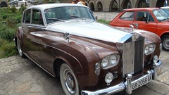 bentley s1(0.0), jaguar mark ix(0.0), mercedes-benz w120(0.0), jaguar mark 1(0.0), automobile(1.0), rolls-royce(1.0), rolls-royce phantom vi(1.0), rolls-royce phantom v(1.0), bentley s2(1.0), vehicle(1.0), rolls-royce silver cloud(1.0), mid-size car(1.0), compact car(1.0), antique car(1.0), sedan(1.0), classic car(1.0), vintage car(1.0), land vehicle(1.0), luxury vehicle(1.0),