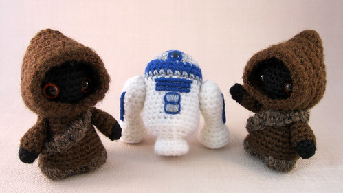 Jawas and R2-D2