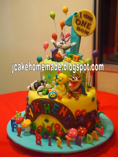 Looney Tunes Birthday Cake A Photo On Flickriver