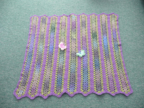 This is a 'mile-a-minute' afghan. This is just so pretty. I love the colours that Sara has used. It's superb! Thank you so much!