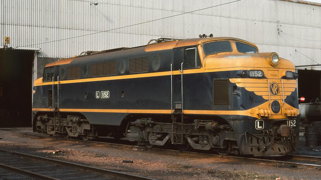 VR_BOX003S04 - L1152 at South Dynon loco depot by michaelgreenhill