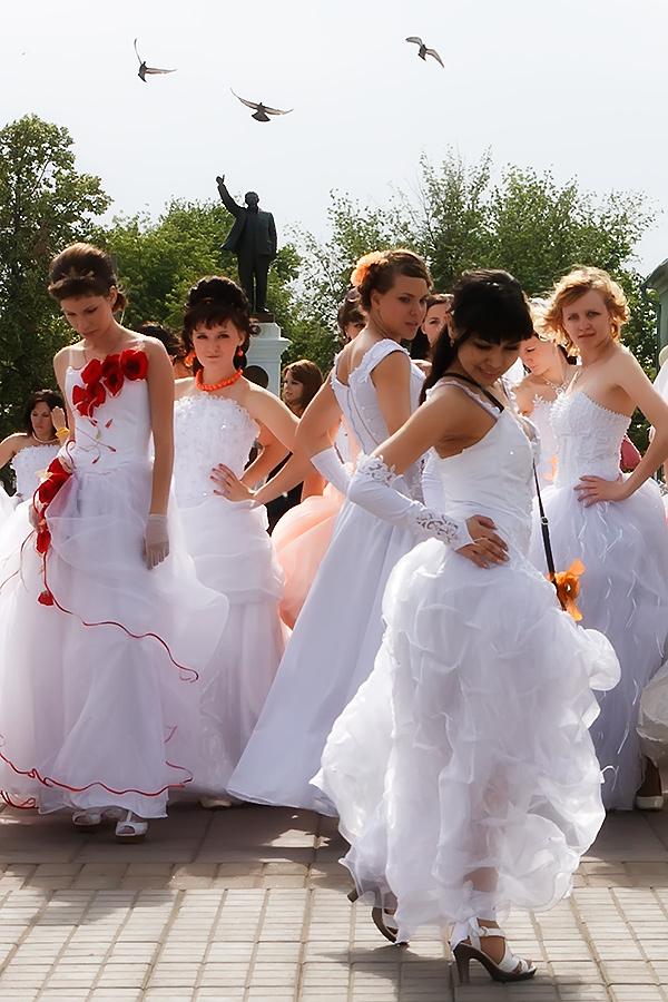 3. Ленин шлёт пиц на невест