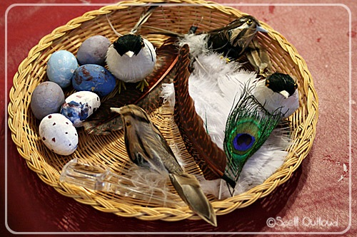 Bird Themed Nature Tray (Photo by Maureen from Spell Outloud at Totally Tots)