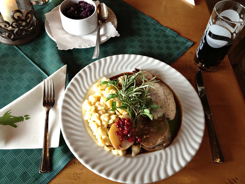 Hirschbraten mit Wacholderbeersauce, Knöpfle & Blaukraut / Roast venison with juniper berry sauce, spaetzle & red cabbage