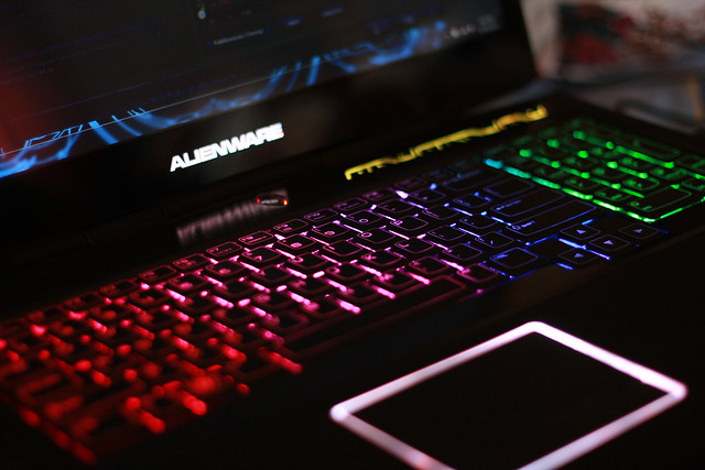 Miten voin tehdä minun Alienware X51 valot mennä sateenkaari