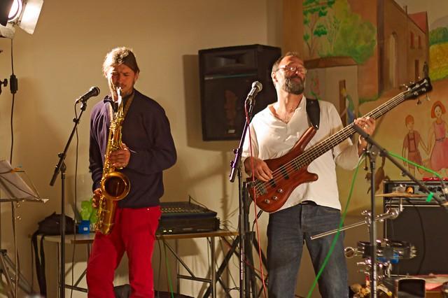 Sweet Mama - saxophone ?, basse ?