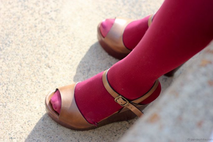 sarah's maroon tights and wedges