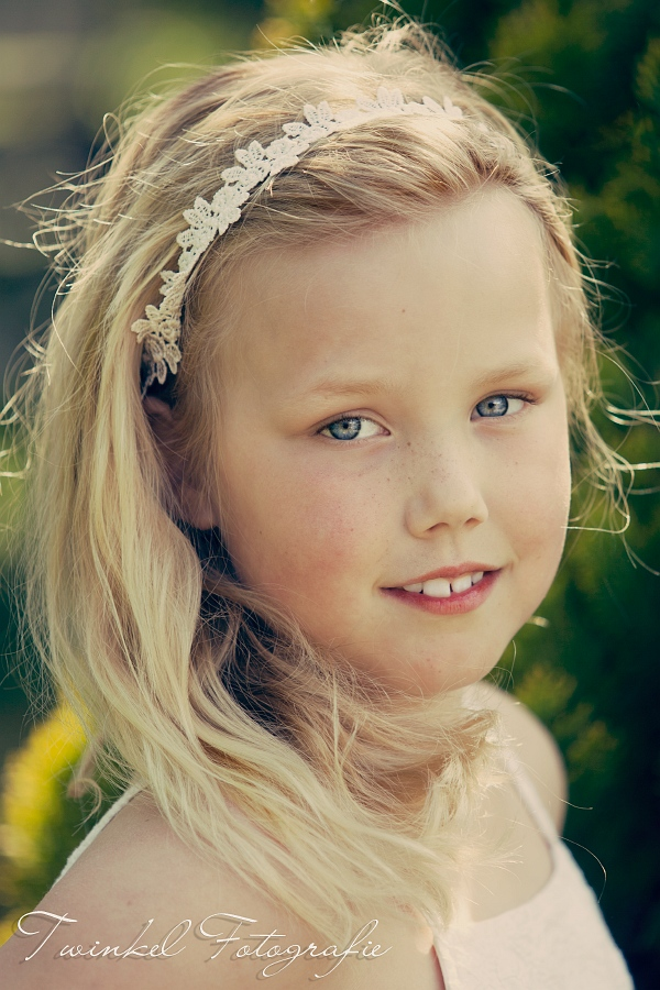 Kleine meisjes worden groot - Kleurenkamer klein meisje ...