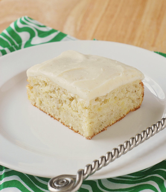 Banana Cake with Vanilla Bean Frosting - light and tender banana cake with a delicious vanilla bean frosting! The perfect afternoon snack!
