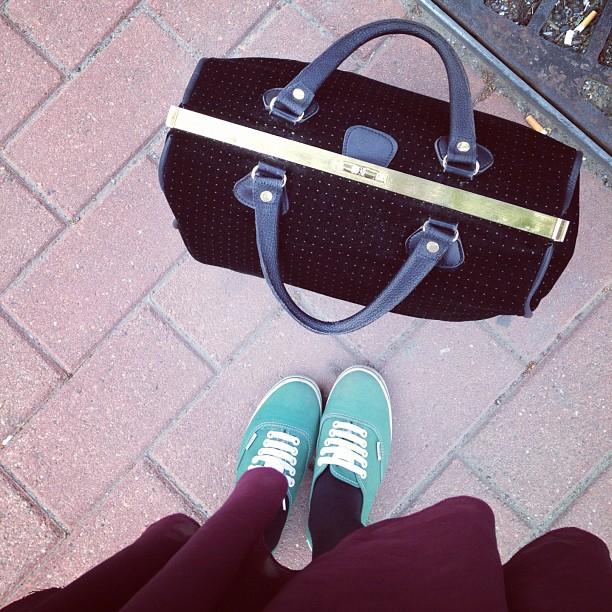 #travelling #matkaanlähde #vans #doctorbag #vintagebag #olikylmämikssairastinkauneimmathellepäivät_just #jalatonturrat #heippatampere
