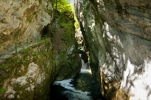 reflection water stone river schweiz switzerland waterfall nikon wasser long suisse wasserfall hiking hike gorge fluss stein spiegelung wandern neuchatel moos schlucht wanderung neuenburg d300 areuse boudry lareuse noiraigue