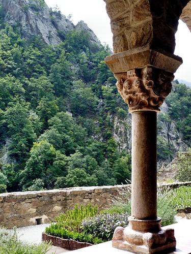france earthquake gallery 66 cloister languedocroussillon pyrénéesorientales durliat saintmartinducanigou wilfredthehairy abbayesaintmartinducanigou guifredcabreta