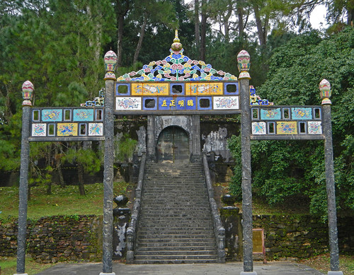 Minh Mang Tomb in Hue: Gate