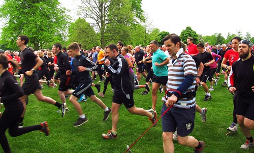 1155 parkrunners set off on Lime Avenue