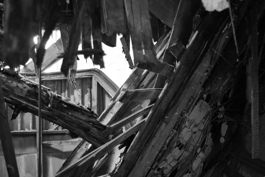 broken wood Jüterbog black and white