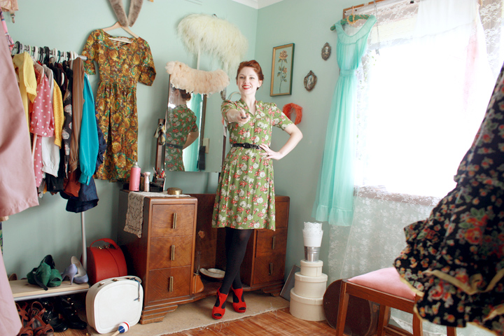 green flower vintage dress e